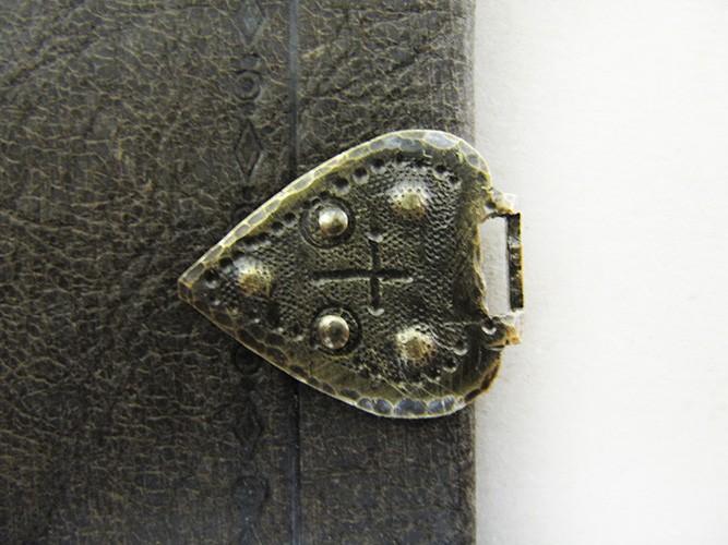 buchrestaurierung buch sixl kunstbuchbinderei renovierung beschläge